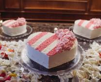 三层结婚蛋糕